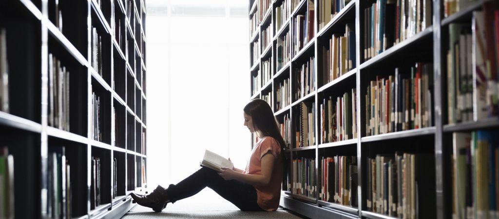 หนังสือวรรณกรรมถือเป็นสิ่งที่ให้ความเพลิดเพลินและสนุกสนานเหมาะแก่คนทุกเพศทุกวัย