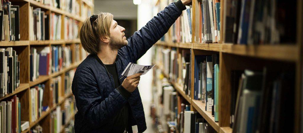 วรรณกรรมที่ดีล้วนทำให้ผู้อ่านได้รู้สึกสนุกเพลิดเพลินไปกับหนังสือ